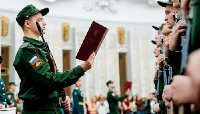 когда военнослужащий приводится к военной присяге