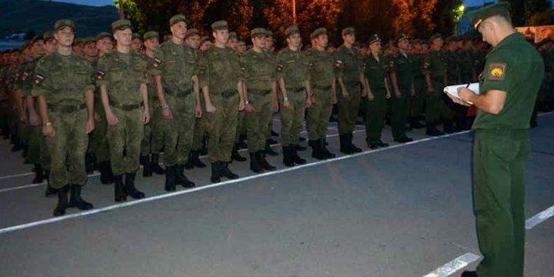 Вечерняя поверка военнослужащих